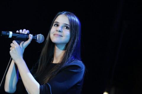 """Marina Kaye face à son passé : Une """"amie"""" accable le père de la chanteuse"""