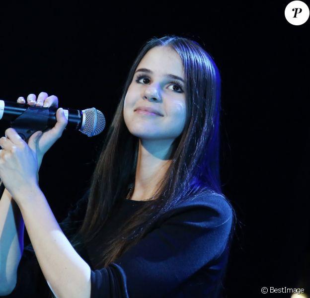 Marina Kaye - Concert des Talents de France Bleu aux Folies Bergère à Paris le 10 novembre 2015. © Denis Guignebourg/Bestimag