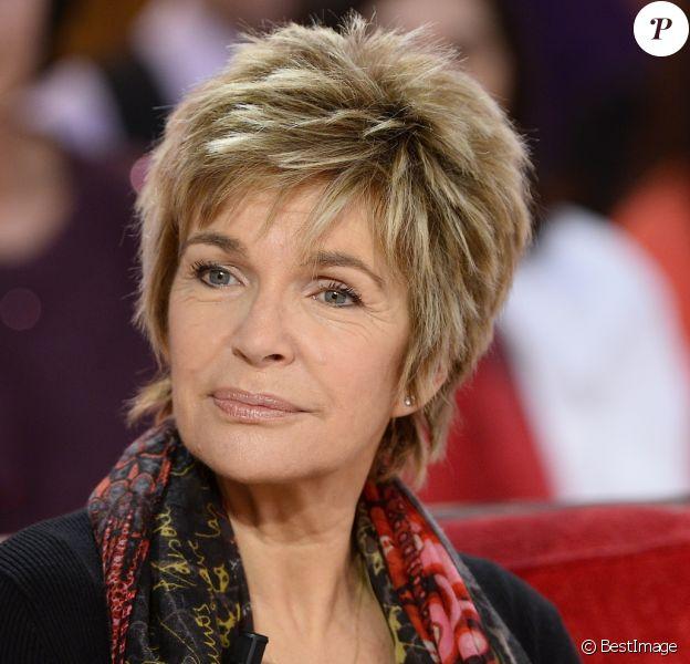 """Véronique Jannot lors de l'enregistrement de l'émission """"Vivement Dimanche"""" à Paris le 25 Novembre 2015."""