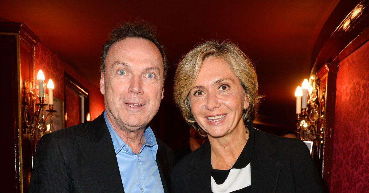 Julien Lepers Et Valérie Pécresse Générale De La Pièce à Droite à Gauche Au Théâtre Des Variétés à Paris Le 12 Octobre 2016 Coadic Guirec Bestimage Purepeople