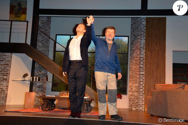 """Francis Huster et Régis Laspalès - Générale de la pièce """"À droite, à gauche"""" au Théâtre des Variétés à Paris le 12 octobre 2016. © Coadic Guirec/Bestimage"""