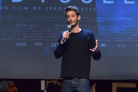 """Pierre Niney présente son """"Odyssée"""" à Courbevoie aux côtés de Camille"""