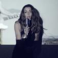 """La jolie chanteuse Jenifer dans le clip """"Paradis Secret"""""""