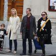 Claire Danes, Hugh Dancy et leur fils Cyrus dans les rues de West Village à New York City le 16 octobre 2016