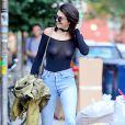 """Kendall Jenner à la sortie du restaurant """"The Smile"""" à New York, le 21 juin 2016. Kendall porte un haut transparent qui laisse entrevoir sa poitrine et son piercing!"""