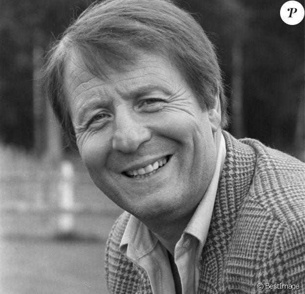 Archives - No Web No Chaines TV - En France, Clément Michu lors du tournage d'un épisode de la série COMMISSAIRE MOULIN : LE HANNETON SUR LE DOS le 2 juin 1982.