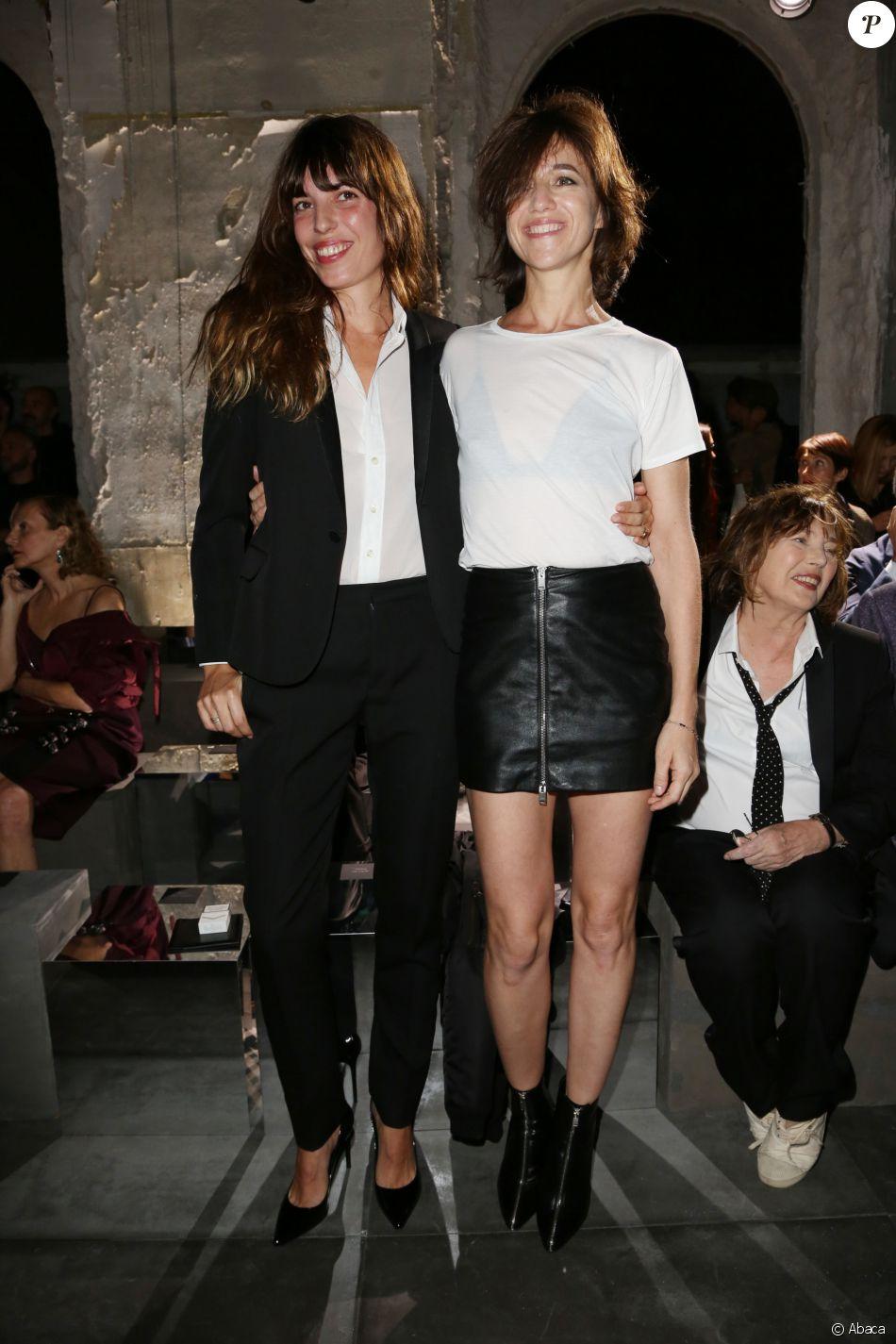 Lou Doillon et Charlotte Gainsbourg - Personnalités au défilé de mode  quot Saint  Laurent  quot 375562d61d1