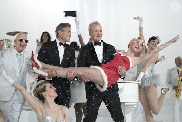 """George Clooney, Bill Murray et Miley Cyrus dans """"A Very Murray Christmas"""" diffusé en décembre 2015 sur Netflix"""