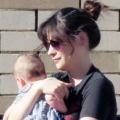 """Zooey Deschanel : """"Refoulée"""" en avion à cause de son bébé !"""
