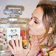 Lily-Rose Depp, la fille de Vanessa Paradis, ambassadrice de la marque Chanel, pose pour la nouvelle campagne Chanel N°5 à Paris le 18 aout 2016.