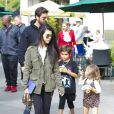 Kris Jenner et son compagnon Corey Gamble, sa fille Kourtney Kardashian et son ancien gendre Scott Disick ainsi que les trois enfants qu'il partage avec Kourtney font les boutiques chez Williams-Sonoma à Los Angeles, le 29 octobre 2016