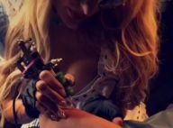 Paris Hilton s'improvise tatoueuse pour une séance d'autographes nocturne !