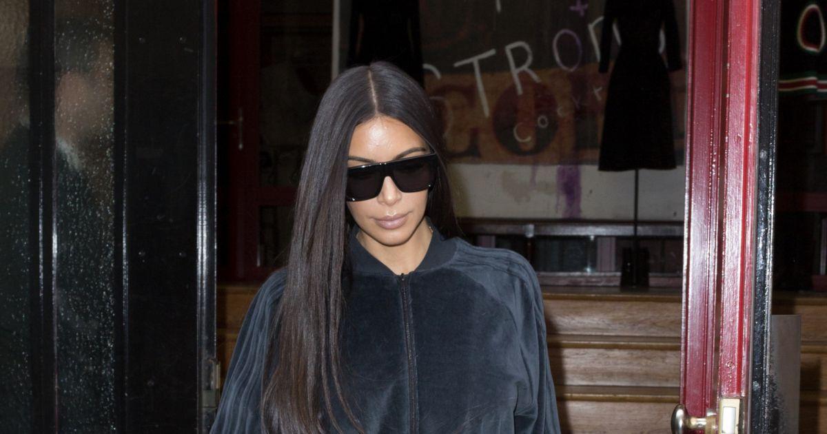 kim kardashian fait du shopping paris le 1er octobre 2016 elle s 39 est rendue chez azzedine. Black Bedroom Furniture Sets. Home Design Ideas