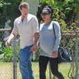 Naya Rivera enceinte se promène, main dans la main, avec son mari Ryan Dorsey dans les rues de Los Angeles, le 10 juillet 2015