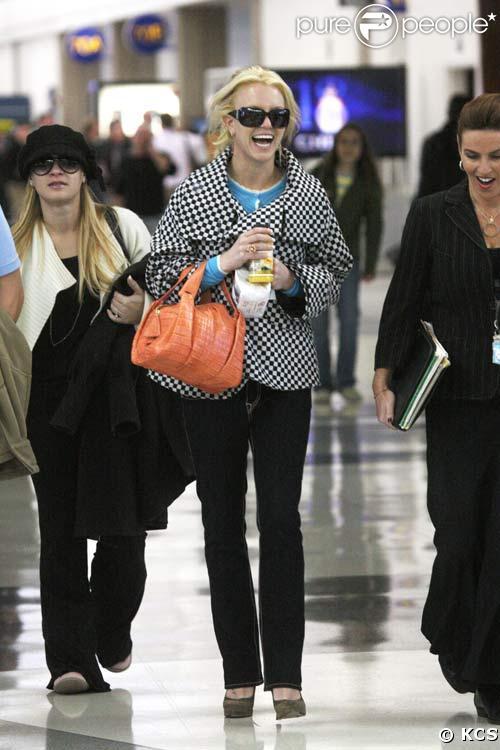 Britney Spears quittant l'aéroport de Los Angeles, le 11/12/08