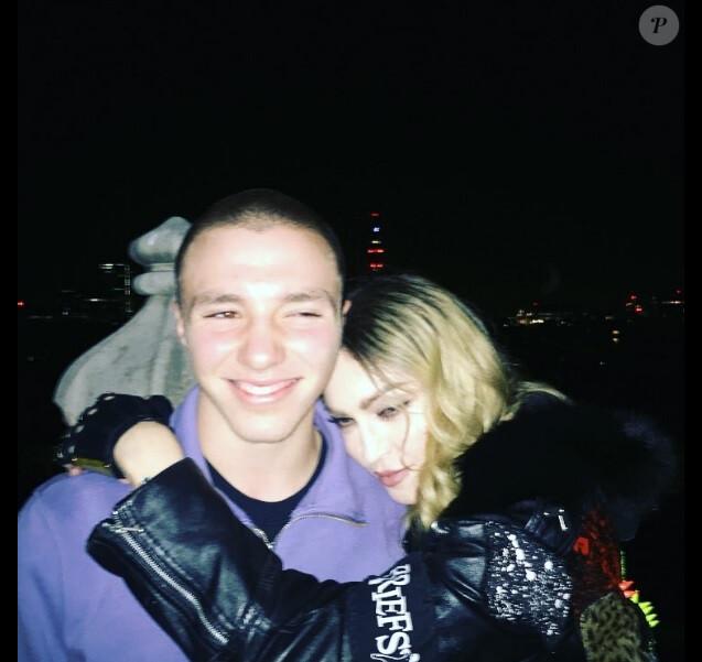Rocco Ritchie et Madonna à Londres le 17 avril 2016