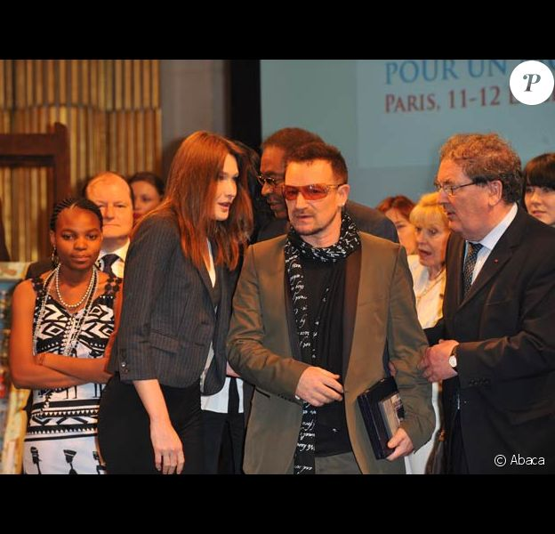 Carla Bruni et Bono à la cérémonie des récompenses du 9e sommet mondial des prrix Nobel de la Paix, le 12/12/08