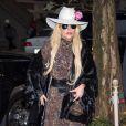 Lady Gaga de sortie à New York, habillée d'une robe Saint Laurent (collection par Hedi Slimane). Un chapeau Gladys Tames Millinery accessoirise sa tenue. Le 24 novembre 2016.