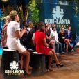 """Denis Brogniart et les aventuriers - Finale de """"Koh-Lanta, L'île au trésor"""". Sur TF1, le 9 décembre 2016."""