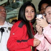 Kylie Jenner sans maquillage pour l'inauguration mitigée de sa première boutique