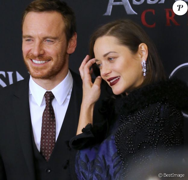 Michael Fassbender et Marion Cotillard enceinte, avec des boucles d'oreilles Chopard - Avant-première du film Assassin's Creed' à l'AMC Empire à New York, le 13 décembre 2016