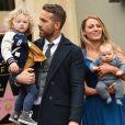 Ryan Reynolds, Blake Lively et leurs deux filles sur le Walk of Fame à Hollywood le 15 décembre 2016