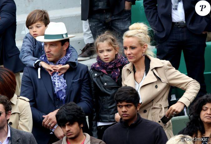Elodie gossuin avec son mari bertrand lacherie et leurs enfants rose et jules dans les tribunes - Mari d elodie gossuin ...