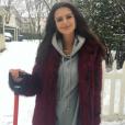 Emily Ratajkowski pose habillée, et dans la neige, sur Instagram, le 17 décembre 2016.