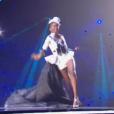 Chute de Miss Mayotte 2016, Naïma Madi Mahadali - Les candidates en costume sexy pour le titre de Miss France 2017 - Concours Miss France 2017. Sur TF1, le 17 décembre 2016.