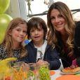 Exclusif - Sophie Thalmann et ses enfants Charlie et Mika lors d'un goûter de Pâques Tout Chocolat à l'Hôtel de Vendôme à Paris le 9 avril 2014.