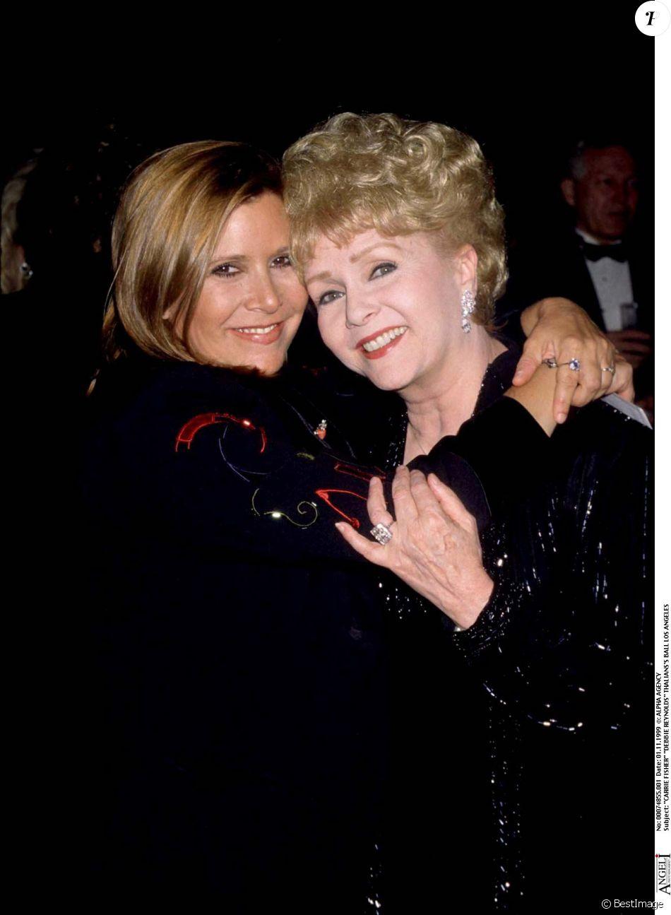 Carrie Fisher et Debbie Reynolds lors d'un gala à Los Angeles en 1999. L'actrice culte de Singin' in the Rain est morte à 84 ans le 28 décembre 2016, au lendemain de la mort de sa fille, interprète de la princesse Leia dans Star Wars.