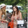 Leighton Meester et Blake Lively sur le tournage de Gossip Girl à Paris, le 9 juillet 2010