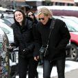 """Exclusif - Yolanda Hadid va déjeuner avec des amies dans la station de ski d'Aspen, Colorado, Etats-Unis, le 25 décembre 2016."""
