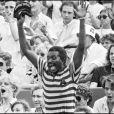 ARCHIVES - ZACHARIE NOAH LORS DE LA VICTOIRE DE SON FILS YANICK AU TOURNOI DE ROLAND GARROS 1983 06/06/1983 - Paris