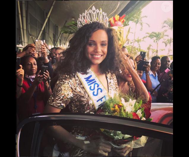 Alicia Aylies, Miss France 2017, son arrivée tonitruante en Guyane le 9 janvier 2017.