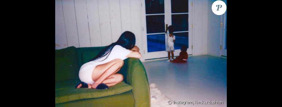 Kim Kardashian a publié des nouvelles photos d'elle en famille. Elle est accompagnée de son mari Kanye West et leurs enfants North et Saint West. Photo publiée sur Instagram le 11 janvier 2017