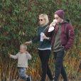 Exclusif - Jamie Bell se balade avec sa petite amie Kate Mara et son fils à Silver Lake, le 10 décembre 2016.
