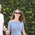 Jeff Goldblum et sa femme Emilie Livingston, enceinte, promènent leur chien dans les rues de Hollywood, le 22 mars 2015