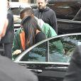Kim Kardashian arrive à son appartement à New York le 3 octobre 2016. Elle est de retour de Paris où elle a été agressée et détroussée de 10 millions de dollars. Elle a quitté Paris en jet privé ce matin (le 3 octobre 2016) accompagnée de sa mère Kris Jenner. Son mari Kanye West est venu la chercher à l'aéroport Teterboro.
