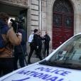La Police Technique et Scientifique quitte l'hôtel résidence ou Kim Kardashian a été attaquée par des assaillants armés déguisés en policiers à 2h40 du matin à Paris le 3 octobre 2016.