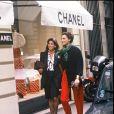 La princesse Caroline de Monaco et Inès de la Fressange se rendant à la boutique Chanel à Paris en 1985.