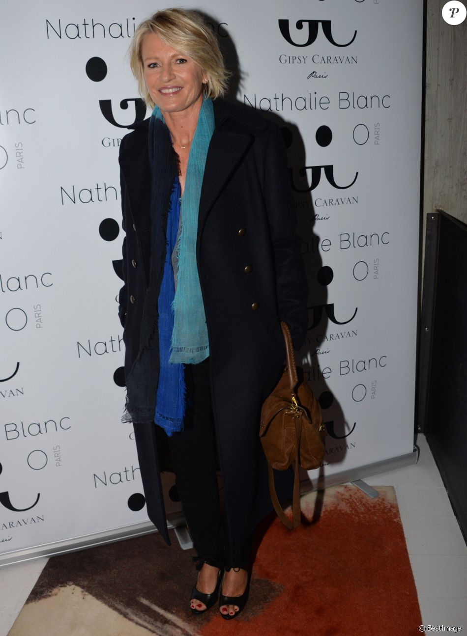 Sophie Lancement Marque Davant De Exclusif La Lunettes HEW2D9I