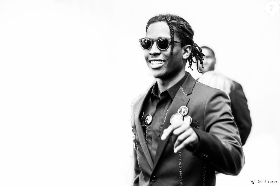ASAP Rocky au défilé de mode Dior Hommes printemps-été 2017 au Tennis Club  de Paris, le 25 juin 2016. d2eb43733a6