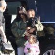 Kris Jenner, Corey Gamble, Kourtney Kardashian, ses enfants Mason, Penelope et Reign Disick, Kim Kardashian, ses enfants North et Saint West, Kylie Jenner, Tyga et son fils King Cairo prennent un jet privé à l'aéroport de Van Nuys. Los Angeles, le 26 janvier 2017.