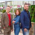 """Elsa Fayer avec Gilles Pavan, meilleur ouvrier de France et Djordje Varda, ex-fleuriste du Ritz pour l'émission """" C'est le bouquet"""" diffusée le 28 janvier 2017 sur TF1."""