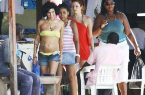 PHOTOS : Amy Winehouse, très fière de sa nouvelle apparence... exhibe son joli corps !