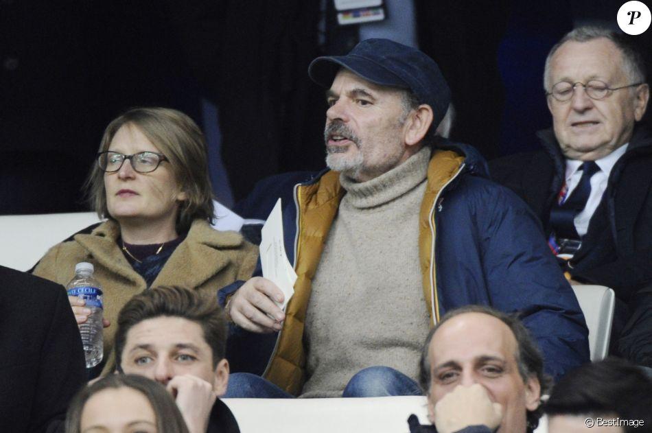 """Jean-Pierre Darroussin et sa femme Anna Novion au match de football de la Coupe de France """"OM vs OL"""" au stade Vélodrome à Marseille. Le 31 janvier 2017 © Eric Etten / Bestimage"""