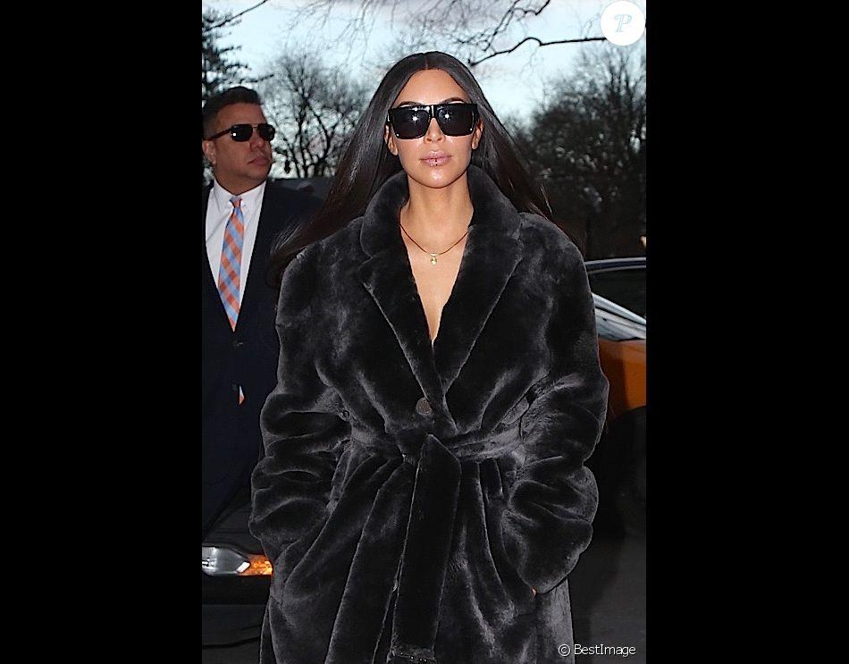 kim kardashian fait du shopping avec son meilleur ami jonathan cheban dans les rues de new york. Black Bedroom Furniture Sets. Home Design Ideas