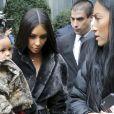 Kim Kardashian et son fils Saint West sortent de leur hôtel à New York, le 1er février 2017.