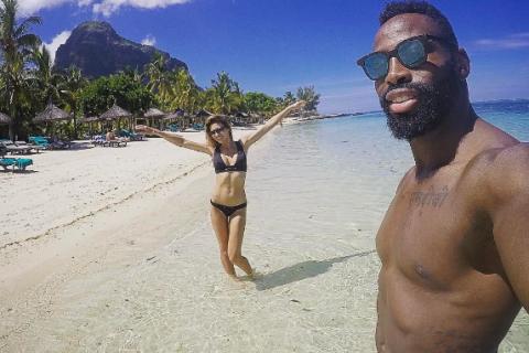 Ariane Brodier folle de son rugbyman, déclaration d'amour en bikini